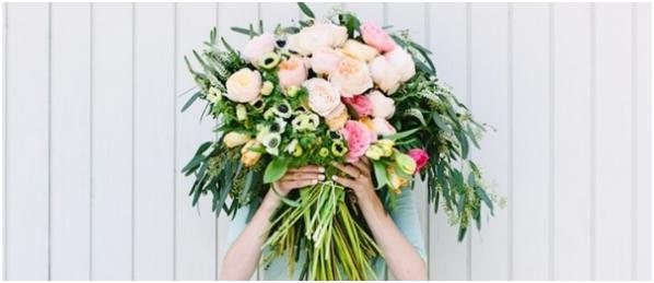 https://heirateninaustralien.com/wp-content/uploads/2020/07/Adding-Flowers-to-the-Bouquet.jpg