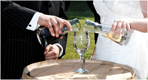 https://heirateninaustralien.com/wp-content/uploads/2020/07/Wine-Sharing-Ceremony.jpg